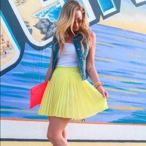 Skirts - Yellow pleated mini skirt